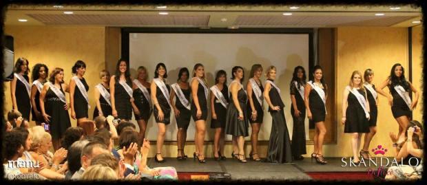 Foto de Manu Alhajas© Primera puesta en escena de las diecinueve candidatas.