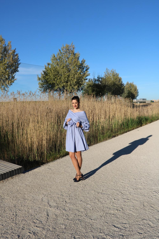 Vestido oversize con volantes_Apple Nelken