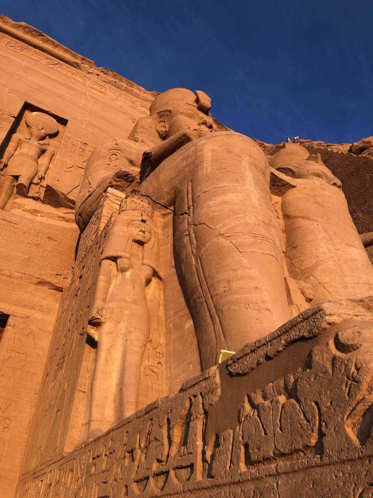 Coloso a la entrada de Abu Simbel