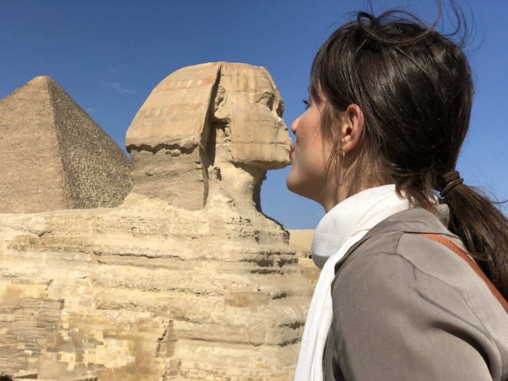 Beso a la gran esfinge en Guzia