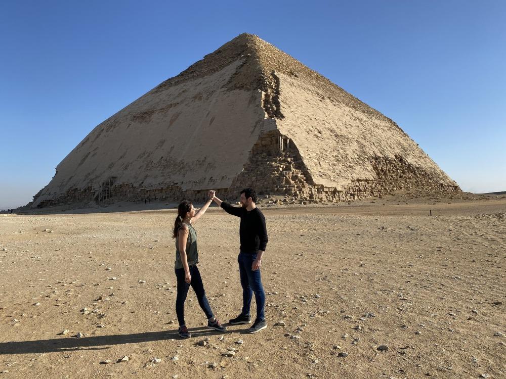 Pirámide acodada vista dede fuera.