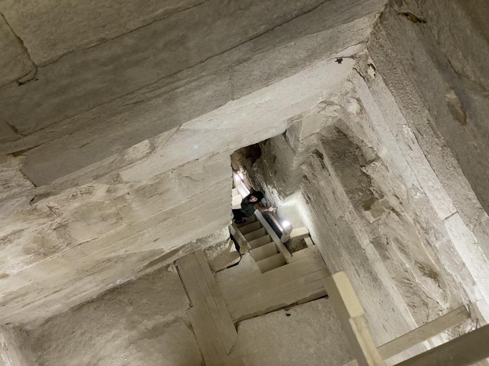 Interior de la pirámide acodada
